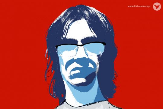 Grafika promująca konkurs fotograficzny. Na czerwonym tle portret mężczyzny od frontu, od szyi w górę. Grafika jest inspirowana twórczością Warhola. Mężczyzna ma ciemne włosy do ramion i okulary, przez które nie widać mu oczu, mimo, że są jasne. Nad okularami, na wysokości powiek jest ciemnoniebieski cień. Taki cień pojawia się też na szyi. Cały portret jest w kolorystyce bieli, szarości i błękitów. Portret jest na środku poziomej grafiki.