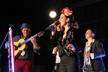 Magda Navarrete i CARAVANA BANDA - KONCERT