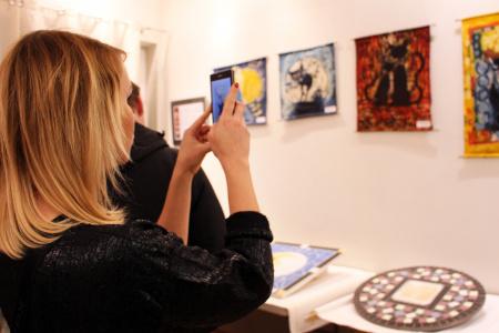Wystawa batiku i mozaiki użytkowej